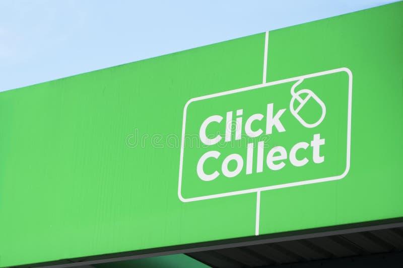 Online-shopping för klicken shoppar mot efterkrav det lätta gröna tecknet för gallerian kvickt arkivfoto