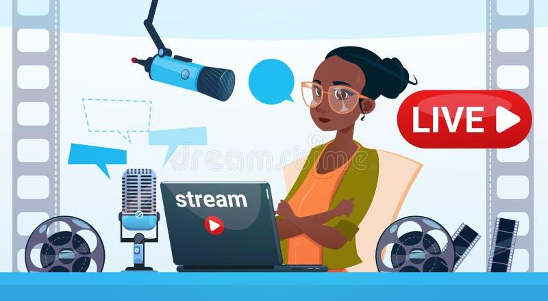 Online Stroom Blogging van vrouwen tekent de Videoblogger Concept in royalty-vrije illustratie