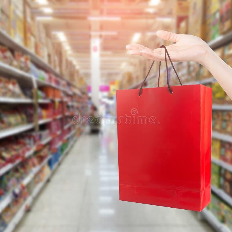 Online zakupy przez ogólnospołecznych środków fotografia stock