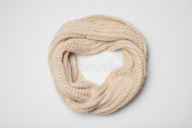 Onn beige d'écharpe blanc, vue supérieure images stock