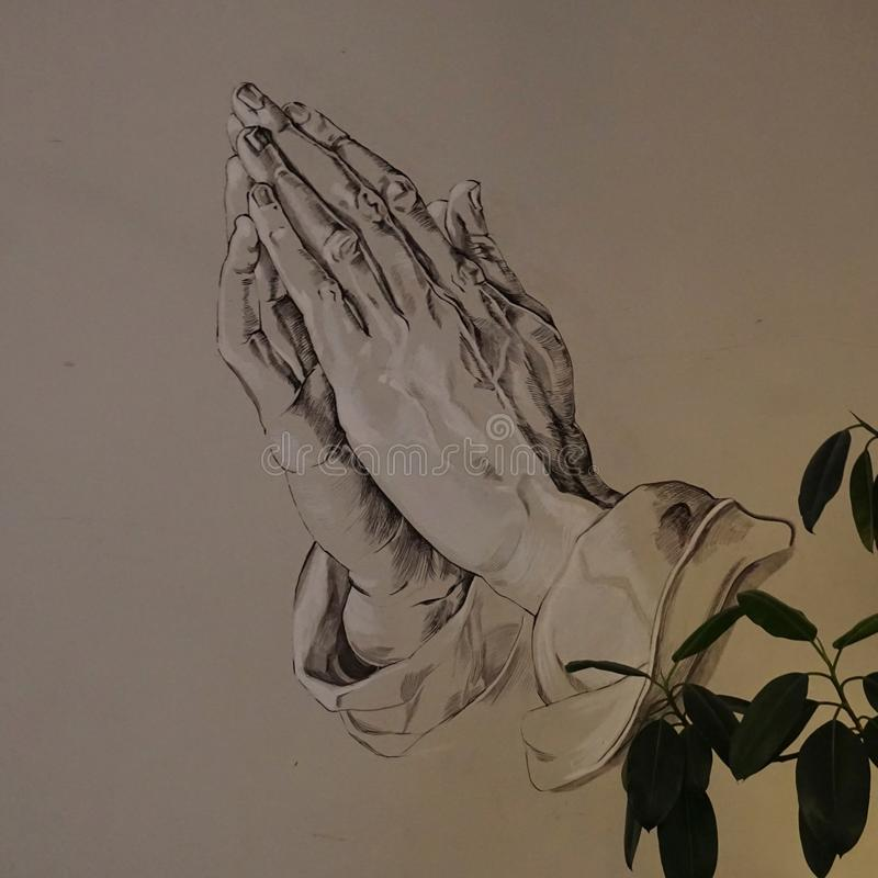 Ono modli się dla niektóre miłości zdjęcie royalty free
