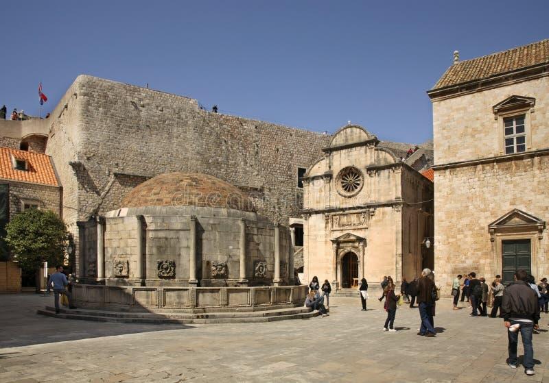 Onofrio和圣救主教会大喷泉在杜布罗夫尼克 克罗地亚 库存图片