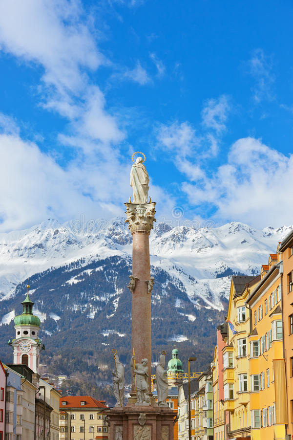 Ons Damestandbeeld bij oude stad in Innsbruck Oostenrijk royalty-vrije stock afbeelding
