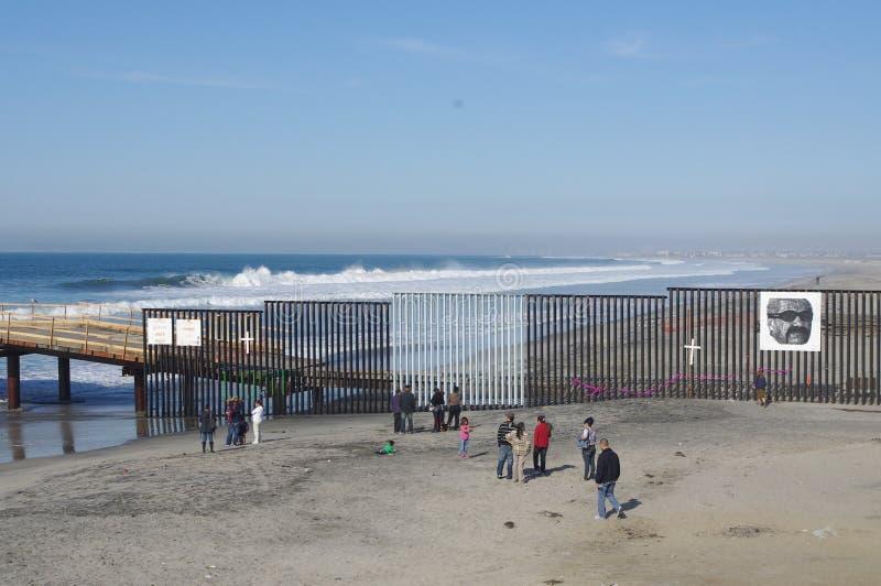 Ons-Mexicaanse grens in Tijuana stock foto's