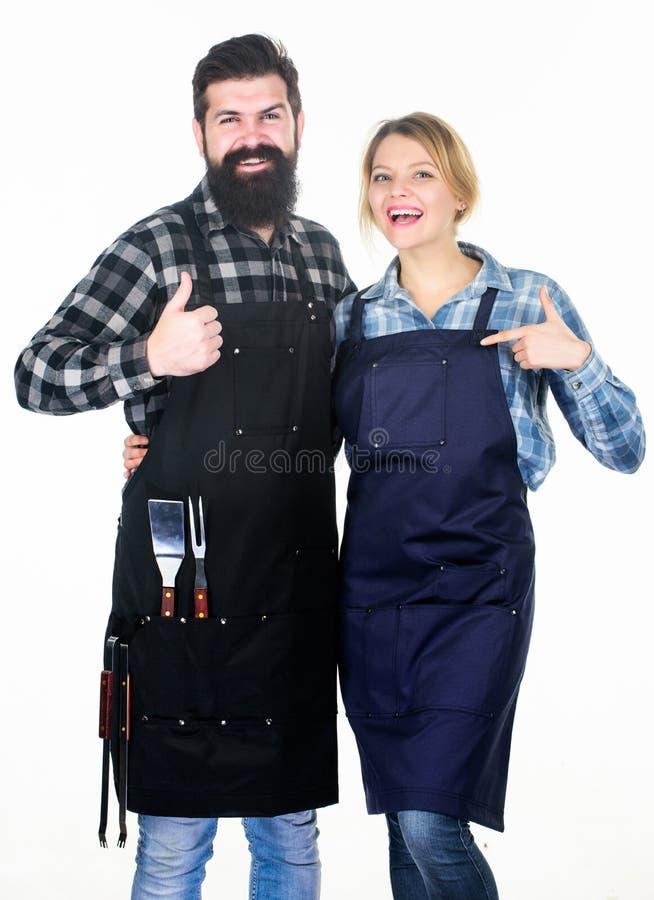 Ons voedsel Hulpmiddelen om vlees te roosteren Paar in het keukengerei van de liefdegreep Picknickbarbecue voedsel het koken rece stock fotografie