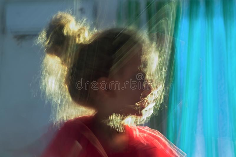 Onscherp portretmeisje Kaukasisch wit meisjeportret stock foto's