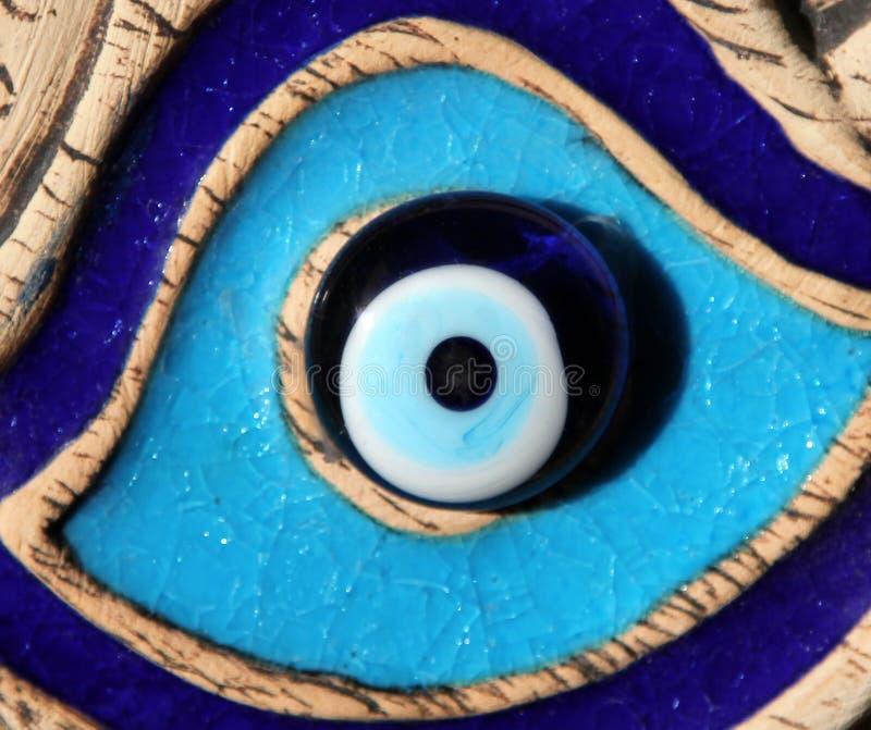 Ont öga för Nazar boncuk - berömd turkisk amulett arkivbilder