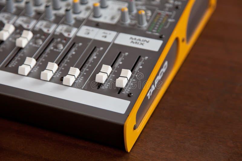 Ontario, Canada - 21 mai 2018 : Equaliz de mélange sain de studio audio image libre de droits