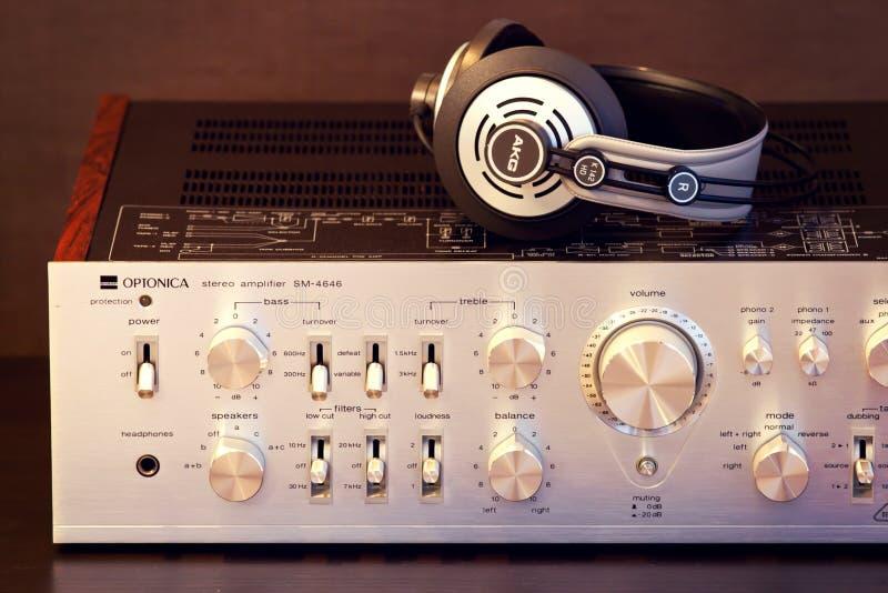 Ontario Kanada - December 22 2017: Tappning ljudsignal stereo- Amplifi arkivbild