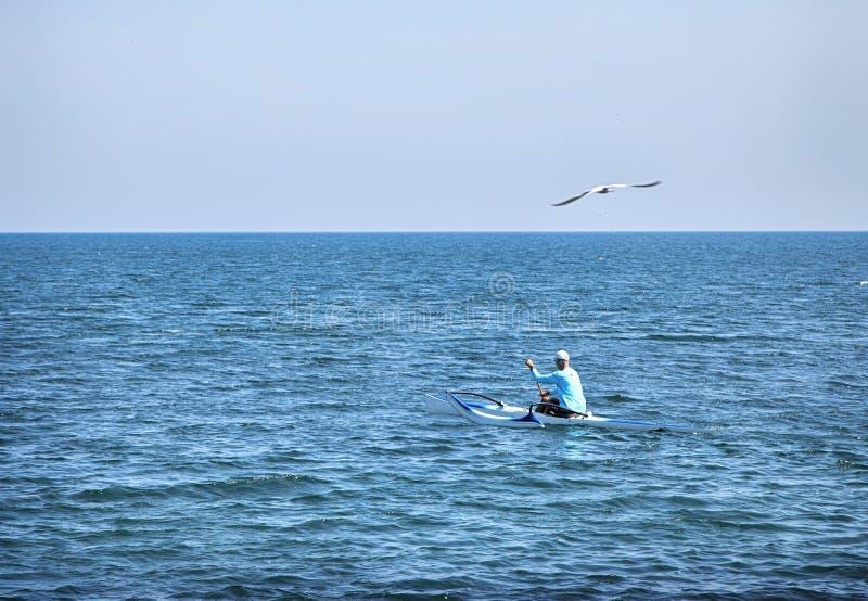 Am Ontario See Kayak fahren, Kanada stockbild