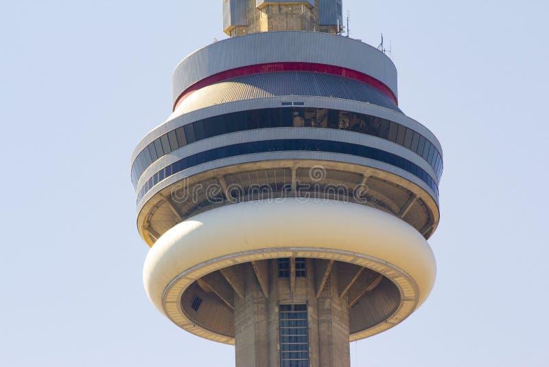 Ontario, Toronto, Canada Giugno 2010, fine della torre del CN fino alla cima della costruzione fotografia stock