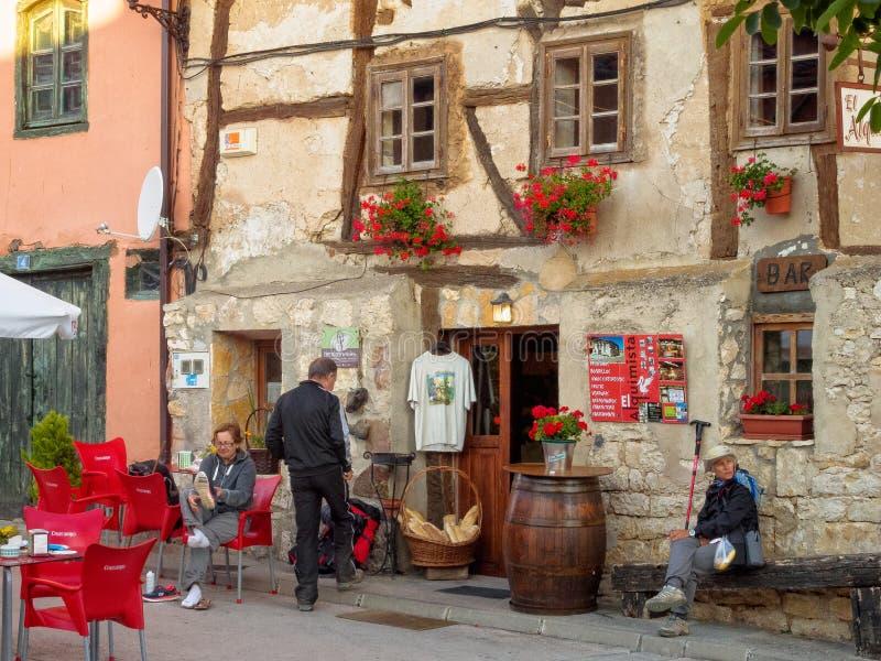 Ontbijt bij Koffie Gr Alquimista - Leeftijden royalty-vrije stock fotografie