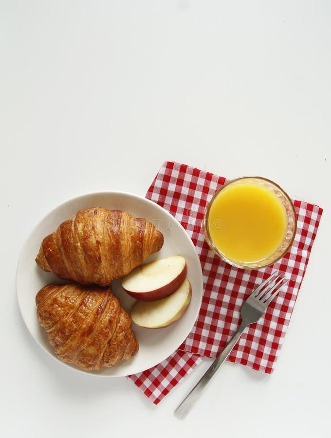 Ontbijt hoogste mening croissant, jus d'orange stock foto's