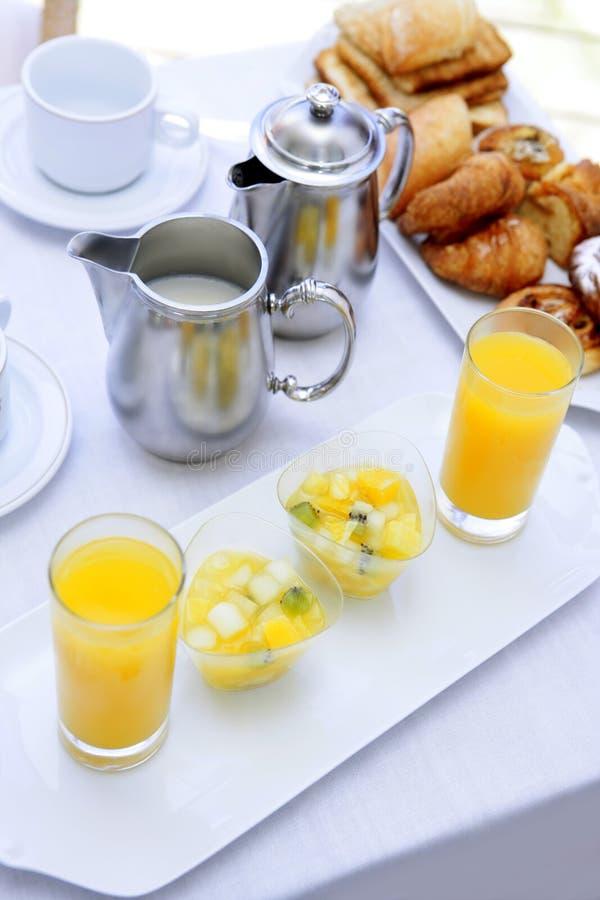 Ontbijt met de melk van de jus d'orange coffe thee stock afbeelding