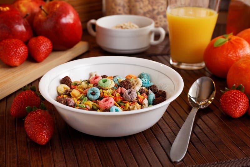 Ontbijt met graangewas stock afbeelding