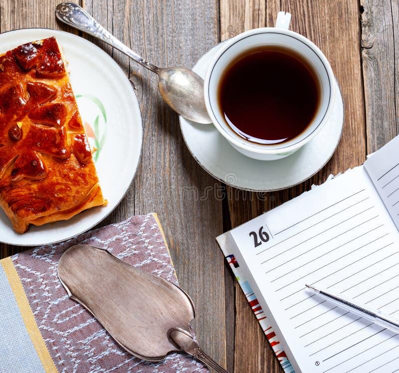 Ontbijt met koffie en cake royalty-vrije stock foto
