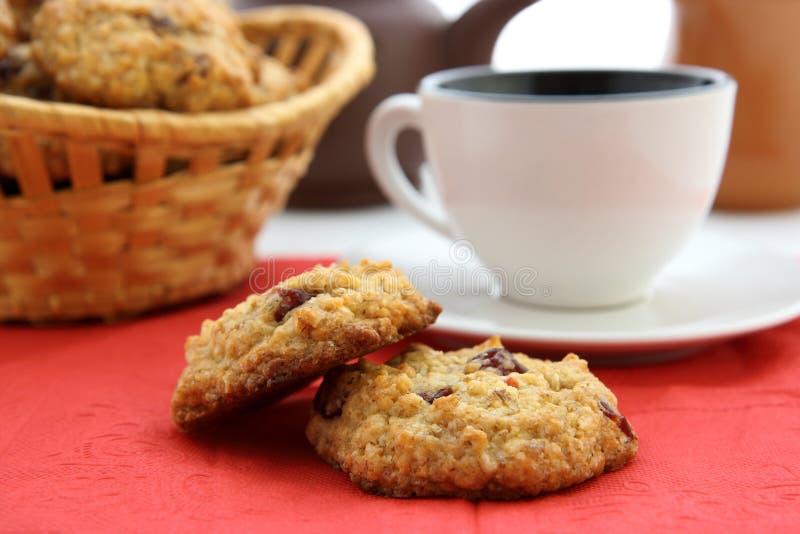 Ontbijt met oaten koekjes stock foto