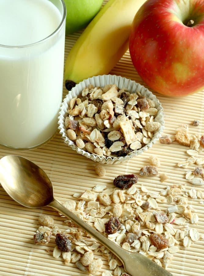 Ontbijt, muesliappel en glas melk royalty-vrije stock foto's