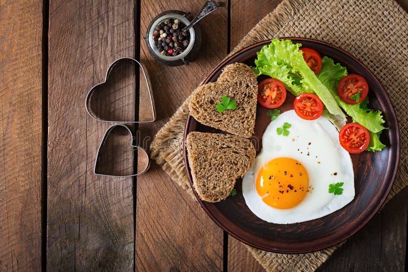 Ontbijt op de Dag van Valentine - gebraden eieren stock fotografie