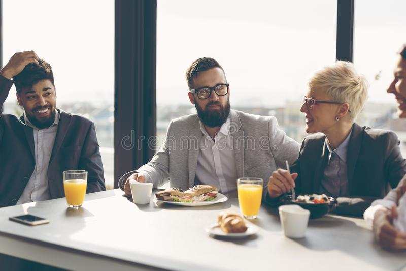 Ontbijt op het werk stock foto