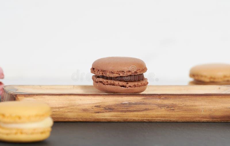 Ontbijt van macarons houten splinter royalty-vrije stock fotografie