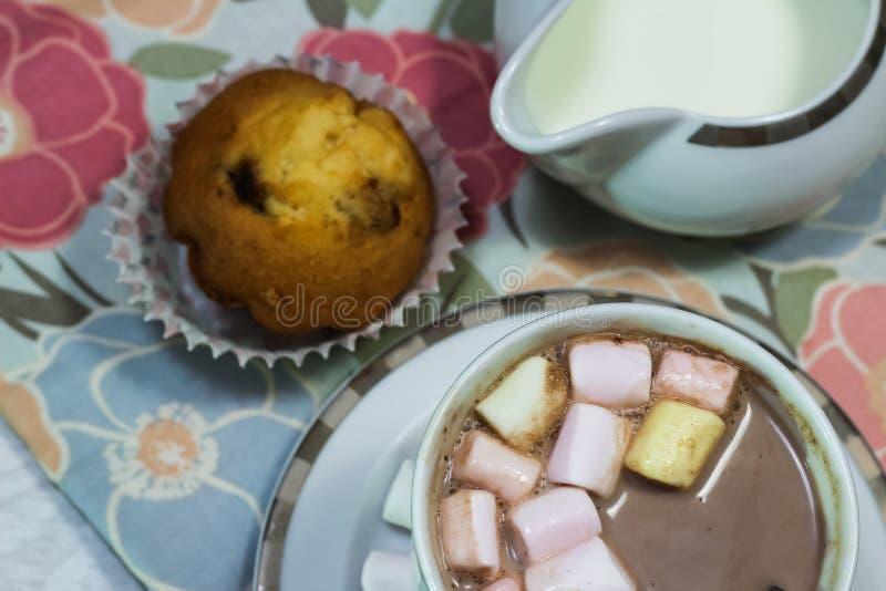 Download Ontbijt Van Verse Toost, Koekjes En Wafel Met Jam Op Het Lusje Stock Afbeelding - Afbeelding bestaande uit appel, espresso: 107700467
