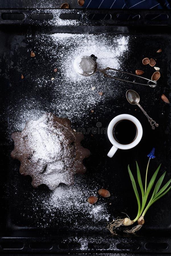 Ontbijtespresso, chocolade en hazelnootgebakje met T royalty-vrije stock foto