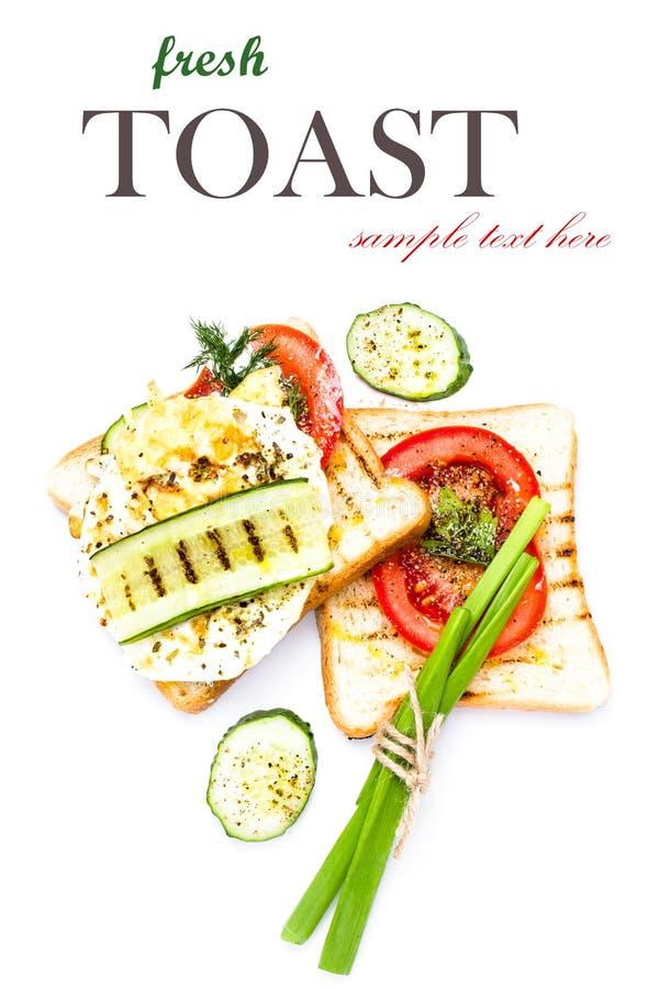 Ontbijtreeks toostelementen met brood, gebraden eieren, vegetab stock afbeelding