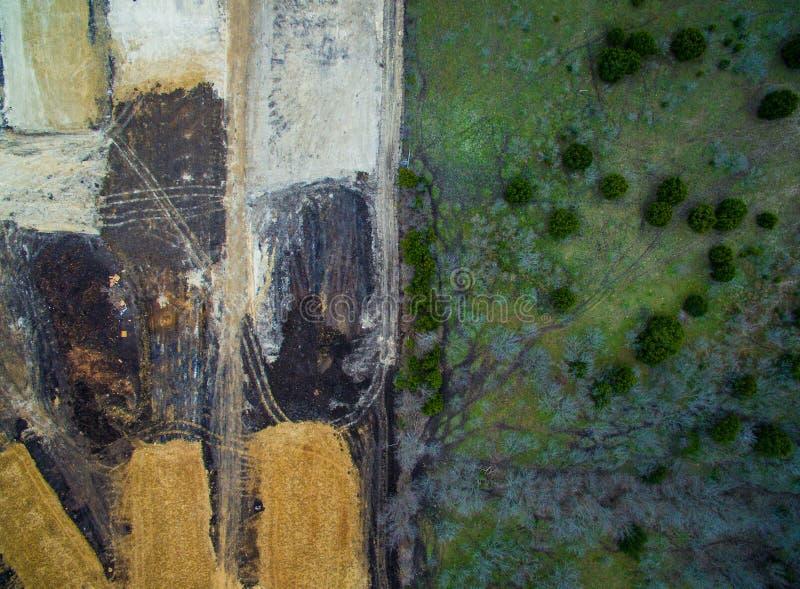 Ontbossingsmanie van Bouw van kant van het Aard de Groene Weelderige Land aan Vernietigd gestript landschap royalty-vrije stock fotografie