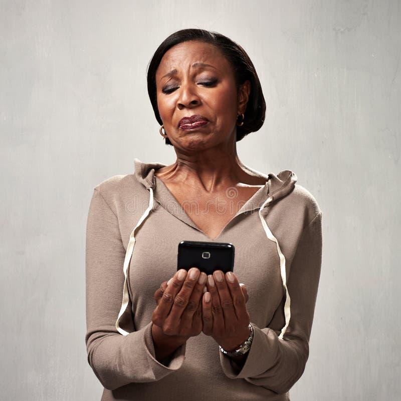 Ontevreden vrouw met smartphone royalty-vrije stock foto's