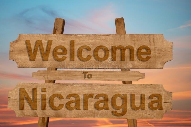 Onthaal aan het teken van Nicaragua op houten achtergrond stock foto