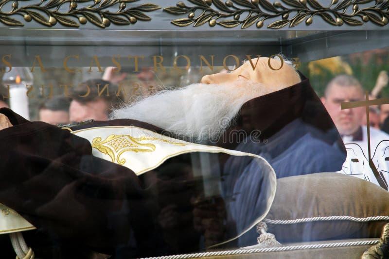 Onthaal van het lichaam van StLeopold Mandic in Zagreb, 3.2016 stock afbeeldingen