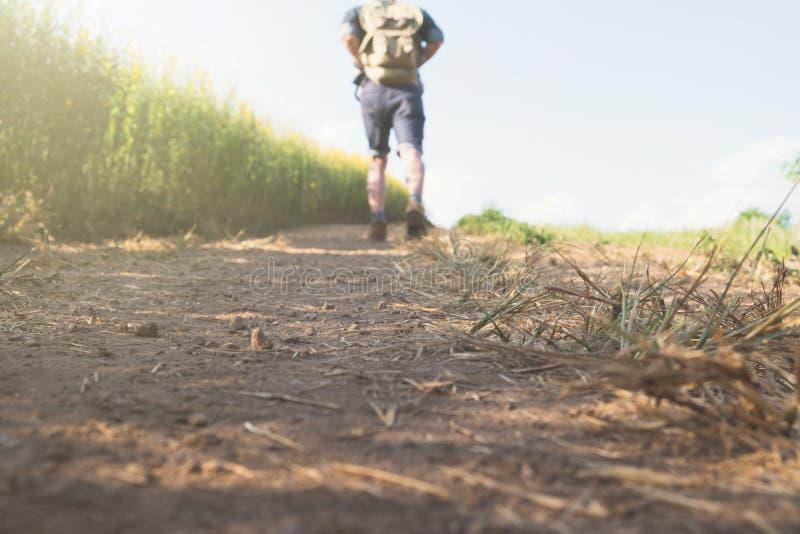 Ontspan avontuur en levensstijl het ideeconcept van de wandelingsreis stock foto