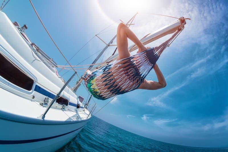 Ontspan op de boot stock foto's