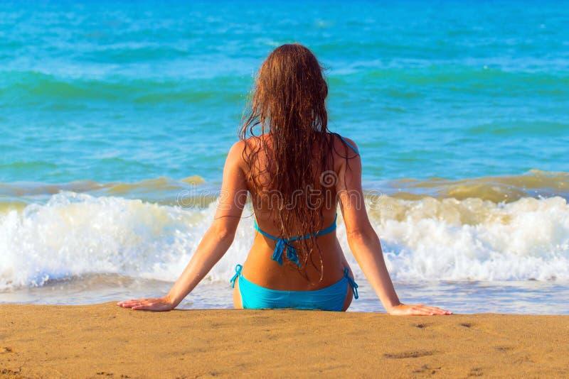 Ontspan op het strand royalty-vrije stock afbeeldingen