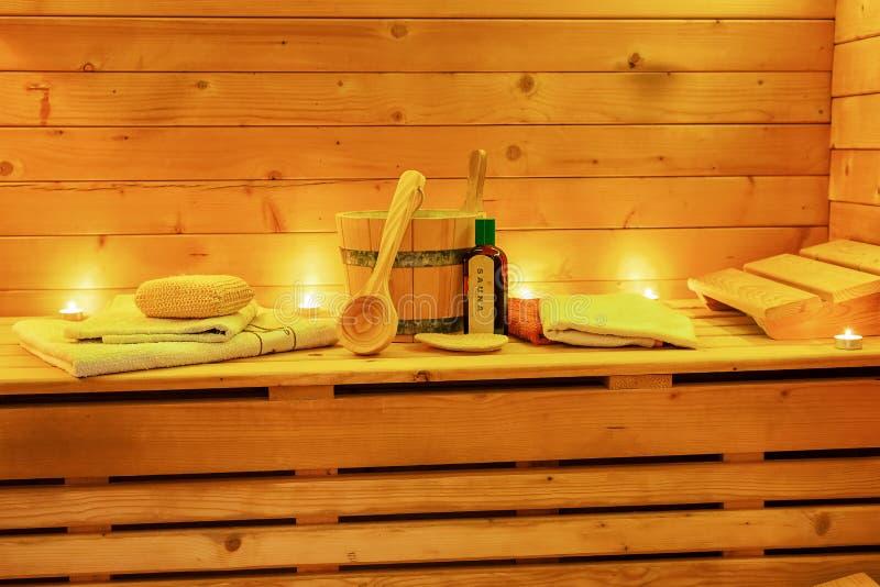 Ontspan Saunastilleven met saunatoebehoren stock afbeelding