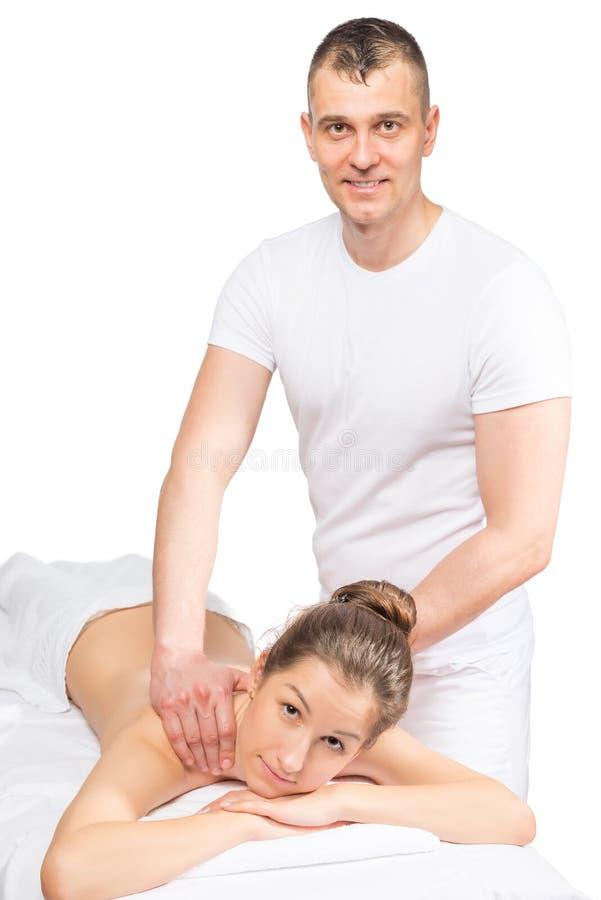 Ontspan tijdens een klassieke massage de rug, in de studio stock foto's