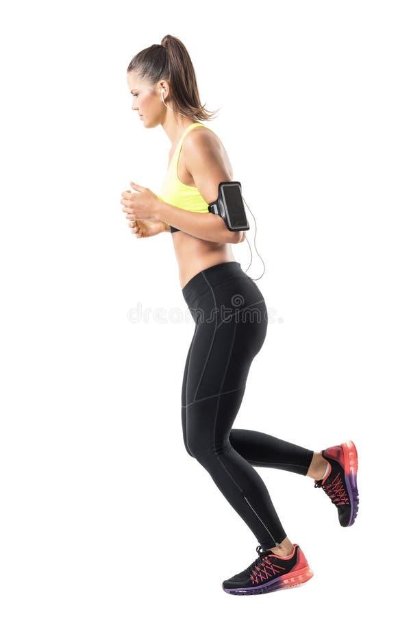 Ontspannen jonge geschikte vrouwen jogger jogging en neer het kijken Zachte nadruk stock foto's