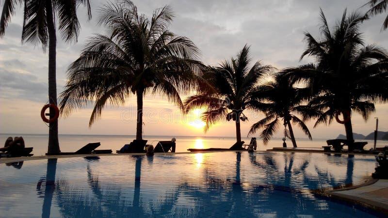 Ontspannen zonsondergang op Koh Phangan van Thailand stock afbeeldingen