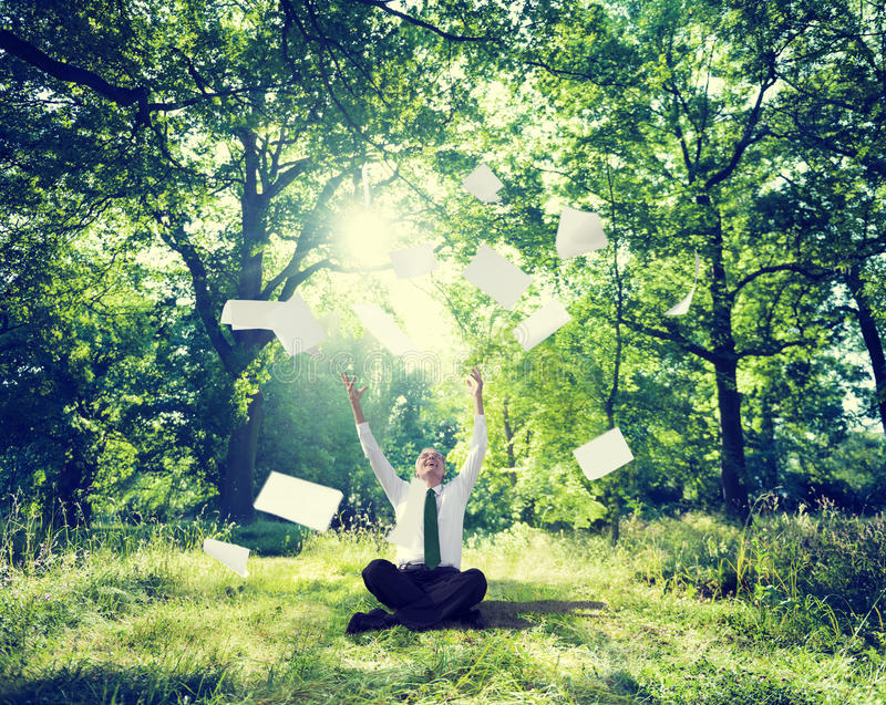 Ontspannende Zaken die Openlucht Groen Aardconcept werken royalty-vrije stock foto