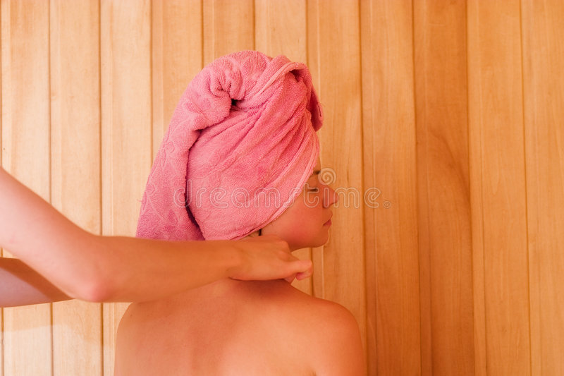 Ontspanning in sauna royalty-vrije stock afbeelding