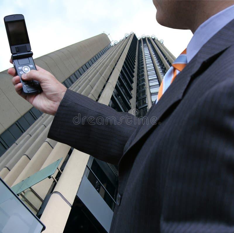 Ontvangen van de zakenman sms stock foto