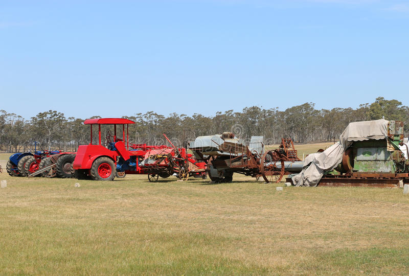 Ontving de uitstekende die de tractor en de motorverzameling van Dunolly, bij de oude rascursus wordt gehouden, vele historische  royalty-vrije stock fotografie