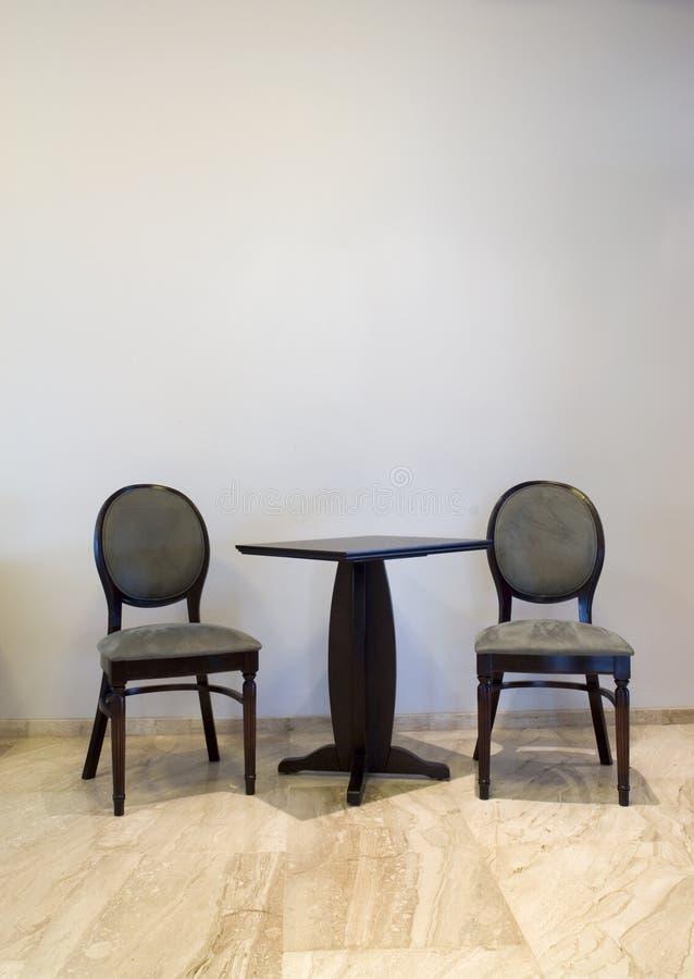 Ontwerp met stoelen en lijst   royalty-vrije stock fotografie