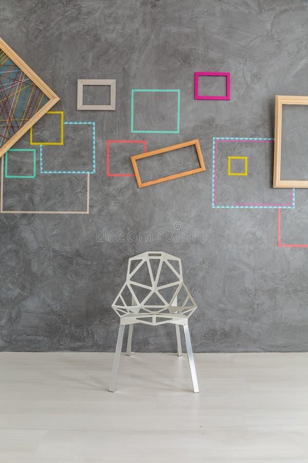 Ontwerp moderne stoel voor muur royalty-vrije stock foto