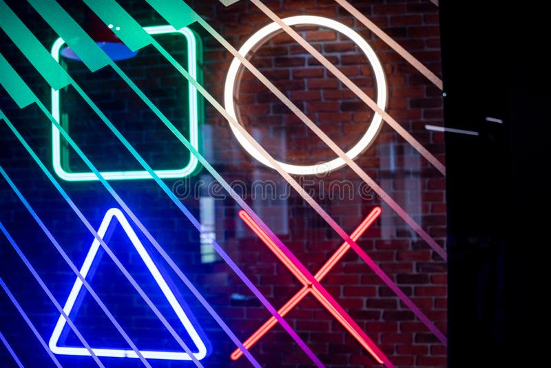Ontwerp van neonverlichting op kantoor stock afbeelding