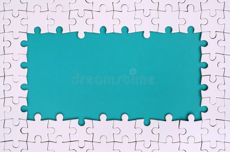 Ontwerpend in de vorm van een rechthoek, van een witte puzzel rond de blauwe ruimte wordt gemaakt die royalty-vrije illustratie