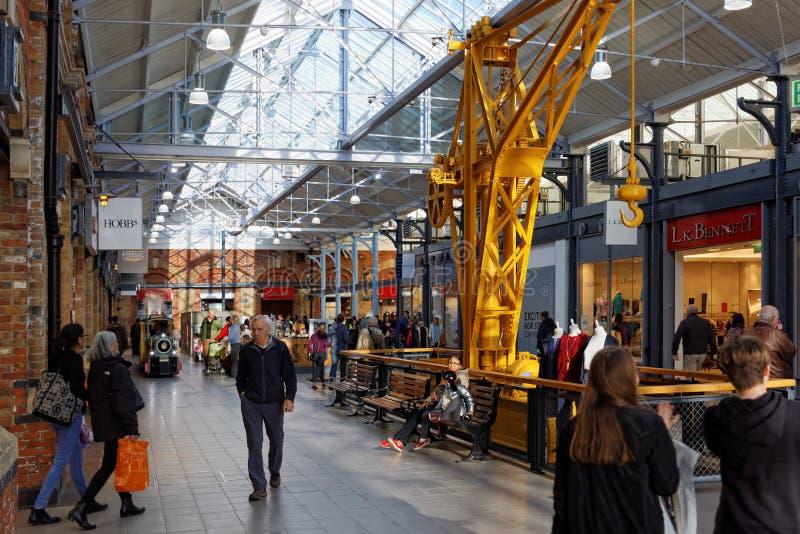 Ontwerper Outlet Shopping Centre, Swindon, Engeland stock afbeelding