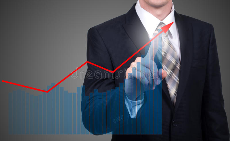 Ontwikkeling en de groeiconcept De groei van het zakenmanplan en verhoging van positieve indicatoren in zijn zaken en financiën stock foto