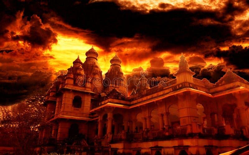 Ontzagwekkende tempelmening bij schemer royalty-vrije stock afbeeldingen